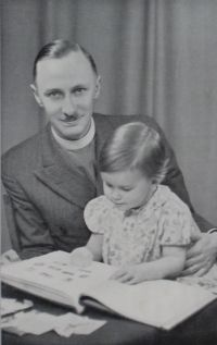 T C Innes and daughter